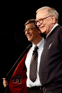 巴菲特和盖茨两位超级富翁把中国作为其慈善晚宴的第二站,有着强烈的戏剧效果