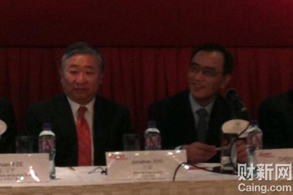会上的竺稼(左)和陈晓。 财新特派香港记者王端、刘卫 摄 _国美特别股东大会召开