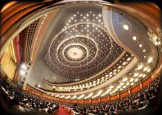 2012年3月8日,十一届全国人大五次会议在北京人民大会堂举行第二次全体会议。