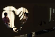 心理治疗可用于抑郁症轻度患者,但急性和重度患者必须服药。