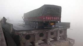 河南义昌大桥因货车爆炸坍塌