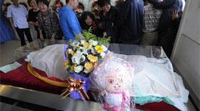 济南8岁被奸杀女童下葬