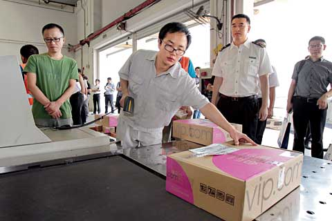 Foreign goods that Chinese shoppers bought online pass through customs in Guangzhou