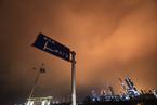 财新记者直击古雷PX工厂爆炸现场 火势夜间复燃