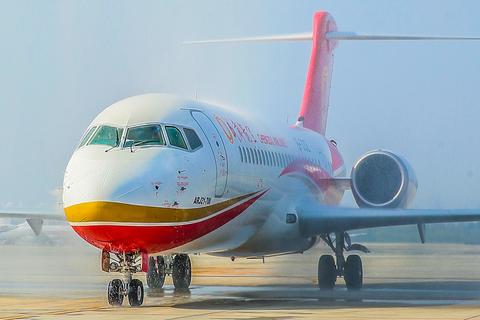 The ARJ21, the first China-made regional jetliner, lands at the Chengdu Shuangliu Internatonal Airport on November 29/IC