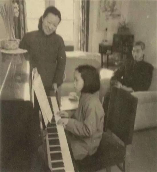 郭永怀一家三口的居家生活。