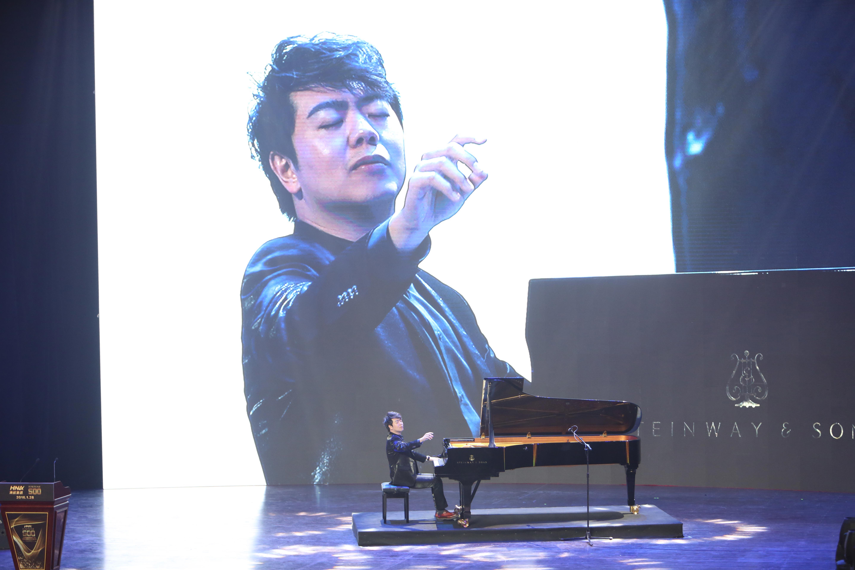 附图3:钢琴家郎朗现场演奏