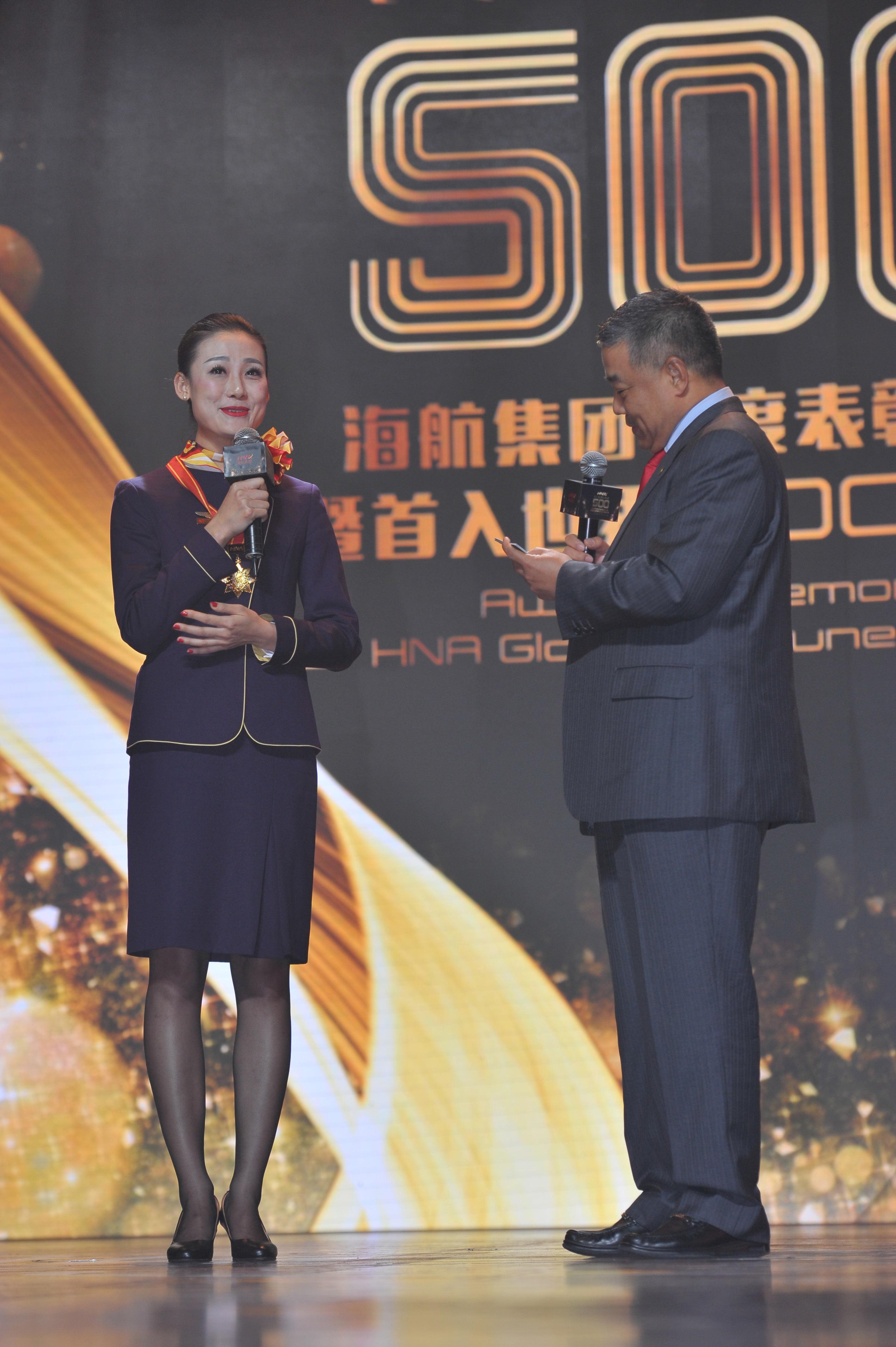 附图4:颁奖现场感人空姐樊雪松