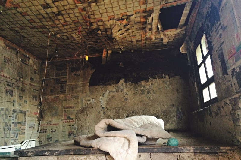 The dilapidated small room with a clay bed Yang Gailan and her children used to sleep on. Photo: Xiao Hui / Caixin