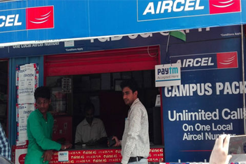 Partnering with Alipay, Paytm is making mobile payment available to many streetside shops in India. Photo: IC