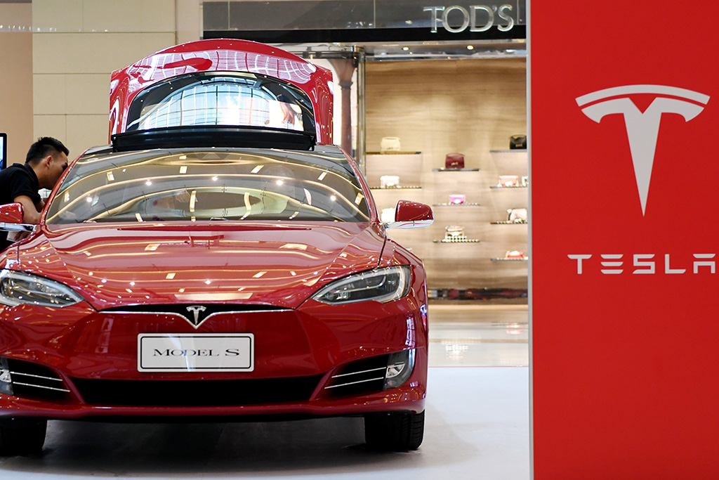 Tesla said Thursday it is in talks with the Shanghai government to explore building a local auto factory. Above: a Tesla Model S. Photo: Visual China