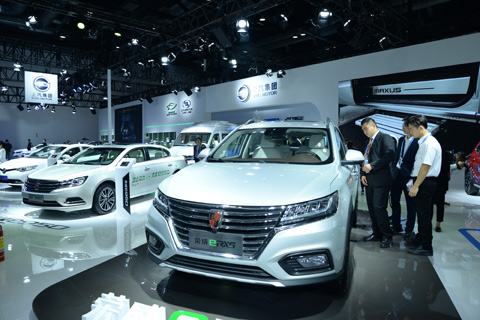 Visitors inspect cars at a new energy automobile exhibition in Beijing on Oct. 13. Photo: IC