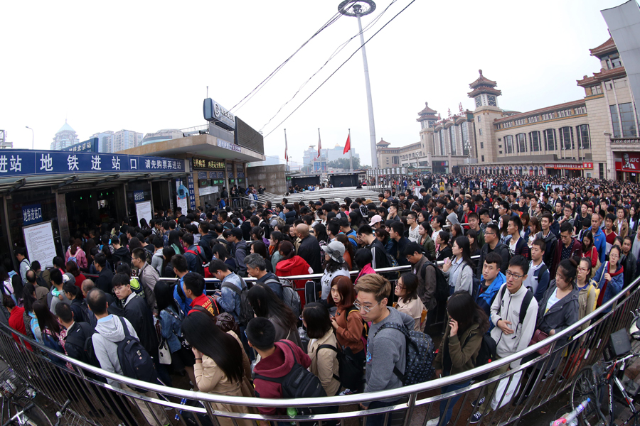 People crowd the entrance to the subway station outside the Beijing Railway Station on Oct. 7, the last day of the seven-day national holiday. Photo: Visual China