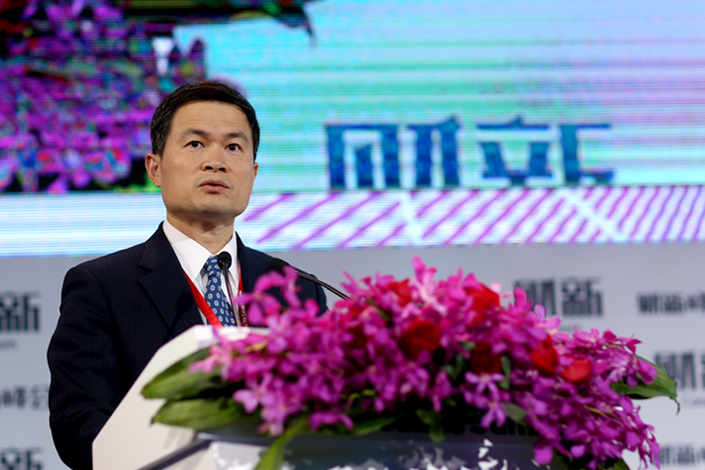Fang Xianghai, vice chairman of the China Securities Regulatory Commission, gives a speech at the seventh Caixin Summit on Friday. Photo: Chen Weixi/Caixin