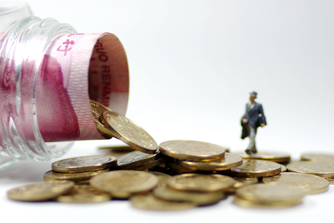 Banks in Beijing reported declines in interbank assets and liability as regulators step up efforts to reduce financial leverage. Photo: Visual China.