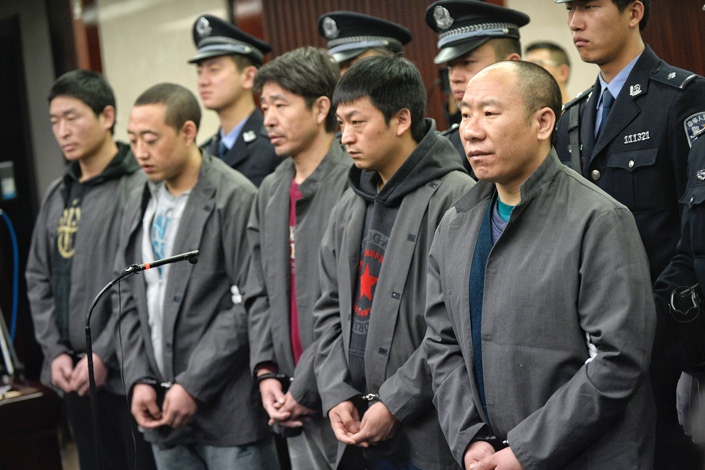The trial began Monday in the Beijing Third Intermediate Court of five suspects accused of killing a construction co-worker and subsequently trying to get compensation from the victim's employer. Photo: Visual China