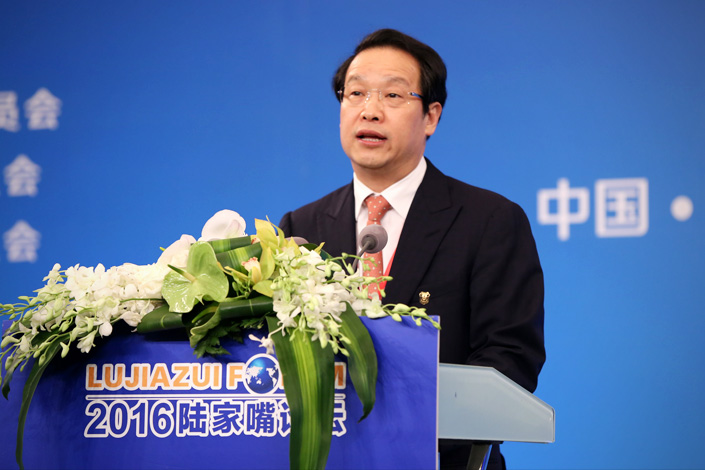 Xiang Junbo, chairman of the China Insurance Regulatory Commission and co-chairman of the 2016 Lujiazui Forum, delivers a keynote speech during the forum in Shanghai on June 12 Photo: Visual China