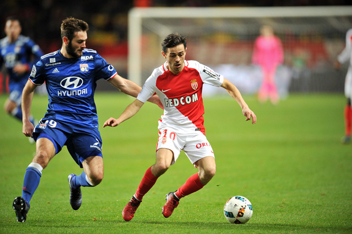 Bernardo Silva (right) of Association Sportive de Monaco Football Club fights for control of the ball with Lucas Tousart of Olympique Lyonnais during a Ligue 1 game Sunday in Monaco. A news ceremony on Dec. 13 formalized Chinese investment fund IDG Capital Partners' taking a 20 percent stake in Olympique Lyonnais for 100 million euros ($104.5 million). Photo: IC