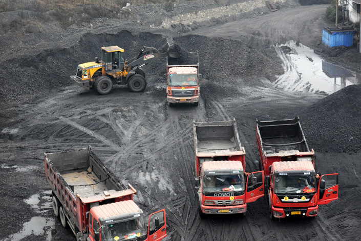 Coal is transported by trucks from a coal production base in Huaibei, Anhui province, on Nov. 17. Photo: Visual China