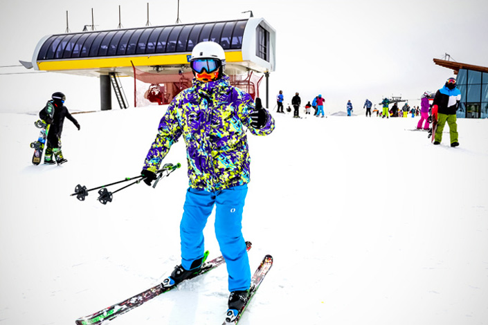Vacationers enjoy skiing in Zhangjiakou, Hebei province, on March 6.  Some skiing events of the 2022 Winter Olympics will be held in Zhangjiakou, which has boosted the popularity of this city's winter-sports areas. Photo: IC