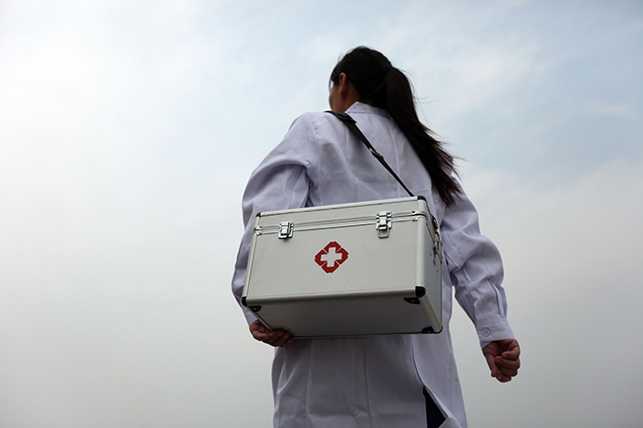 A community medical practitioner is seen in Tangyin, Henan province, in October 2014. The Chinese government will provide doctors training to be general practitioners a subsidy of 30,000 yuan ($4,370) a year. Photo: IC