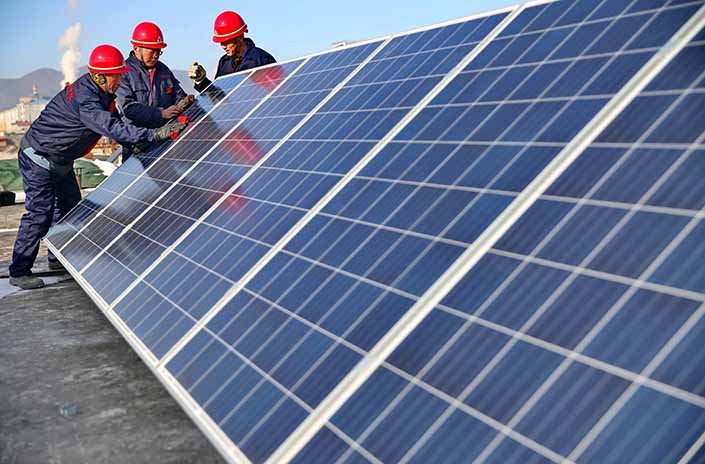 Workers install solar panels on a house rooftop Qinhuangdao, Hebei province, on Nov. 23. China's exports of solar panels dropped 10% to $14 billion last year, as the industry continues to consolidate. Photo: IC