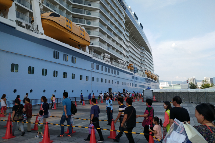 An internetional cruise ship docks in Shanghai in September. China State Shipbuilding Corp. and Italy's Fincantieri SpA will build two cruise ships for a total $1.5 billion for cruise operator Carnival Corp. & PLC, which will use the vessels to serve the Chinese market. Photo: Visual China