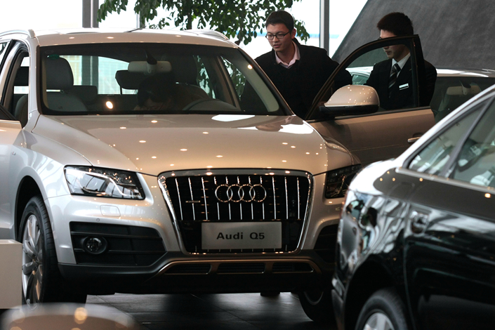 Customers inspect Audi cars in a FAW-Volkswagen Audi Co., Ltd. store in Nanjing city, Jiangsu province on March 6, 2011. Audi is recalling around 680,900 cars sold in China. Photo: Visual China.