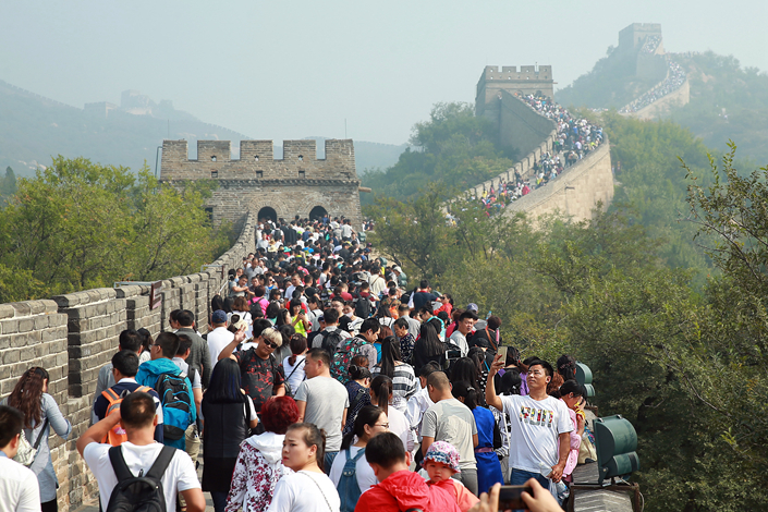 Tourists crowd the Badaling Great Wall during the National Day holiday in Beijing on Oct. 3. Photo: IC