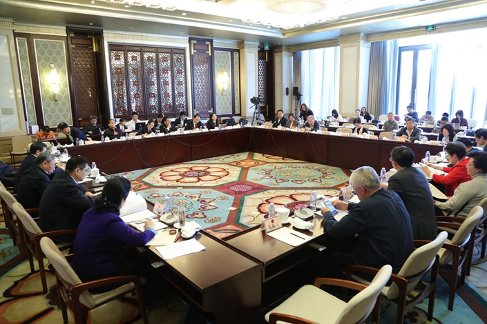A delegation considers one the annual work reports in Beijing, on March 13. Over 92% of the members of the National People's Congress passed the annual work report of the Supreme People's Court, detailing achievements last year and proposing goals for the coming year. Photo: Visual China