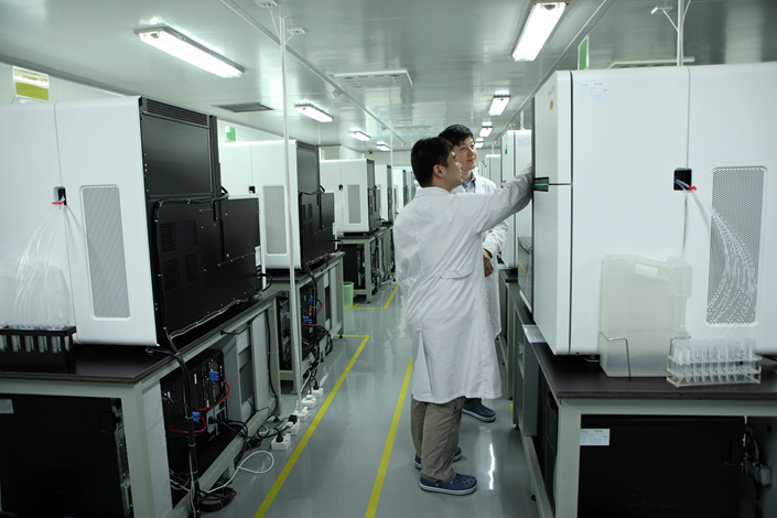 Researchers work in a lab in the BGI Genomics Co. building in Shenzhen, Guangdong province, on March 3, 2011. BGI plans to have an initial public offering on the Shenzhen Stock Exchange's ChiNext board after several failed attempts to list on the Nasdaq and Hong Kong stock exchanges. Photo: IC