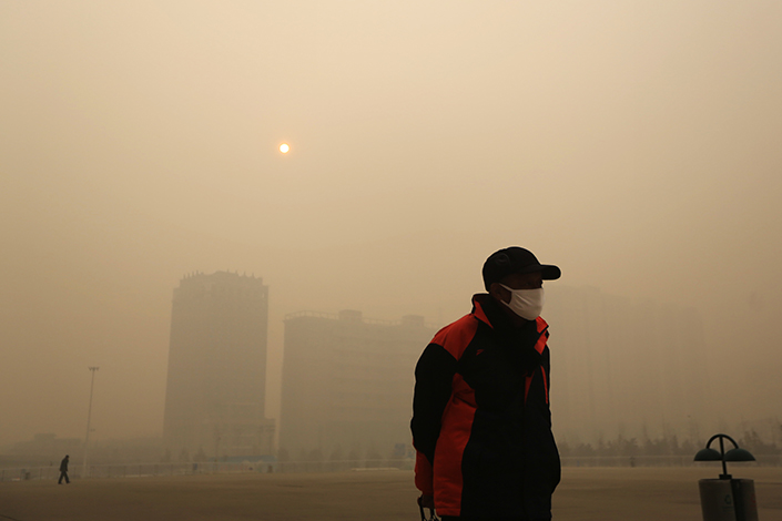 Shijiazhuang, the capital of Hebei province, is blanketed in smog on Dec. 24, 2013. Recent government inspections of manufacturers in 18 northern Chinese cities, including Shijiazhuang, found massive tampering of emissions data. Photo:Visual China