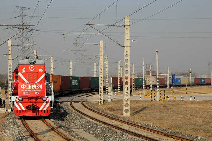 A train carrying cotton from Central Asia's Uzbekistan arrives in a station in Northwest China's Xi'an, Shaanxi province on Feb. 24. It was the first freight train to arrive from Uzbekistan since Xi'an started a Central Asia freight service as part of the Belt and Road program. Photo: IC
