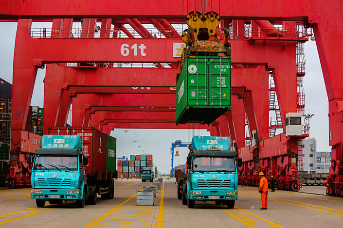 Truck Alliance Inc., a China-based Uber-like service also known as Huochebang, has raised $156 million, boosting its valuation to over $1 billion. Above, trucks load goods at a container terminal in Lianyungang, Jiangsu province, on Nov.21. Photo: Visual China