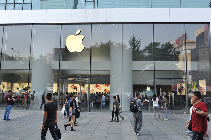 Apple Inc. said its China sales slipped 14% in its latest reporting quarter as it continued to struggle with competition, the lack of new products and a strong U.S. dollar. Above, customers flock to the Apple Store in the Xidan commercial area of Beijing on Sept. 20. Photo: Visual China