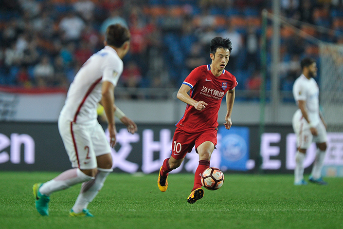 LeSports acquired two years' worth of rights to online broadcasting of Chinese Super League soccer matches for 2.7 billion yuan in February 2016, but sold the rights 13 months later as the financial woes of corporate parent LeEco took their toll on the online sports broadcaster. Above, Chongqing Dangdai Lifan and Shanghai SIPG play to a 1-1 tie in Chinese Super League play in Chongqing, China, on April 30.  Photo: IC