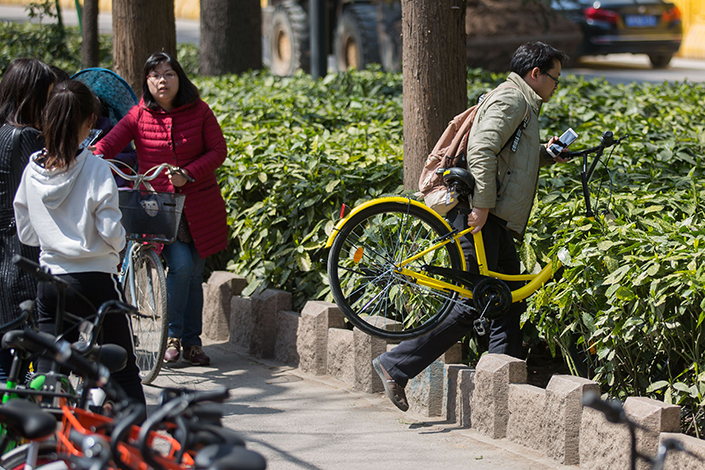 Shared bicycles lie parked in the slow lane on Beijing East Road in Nanjing, Jiangsu province. Nanjing authorities are working with local bike-sharing firms to track down fleeing traffic violators. Photo: Visual China