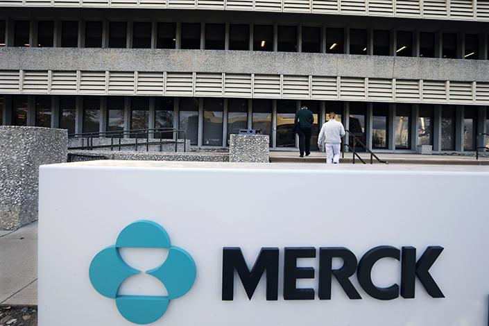 A sign at the Merck company facilities in Kenilworth, Warwickshire, England, on May 2. Photo: IC