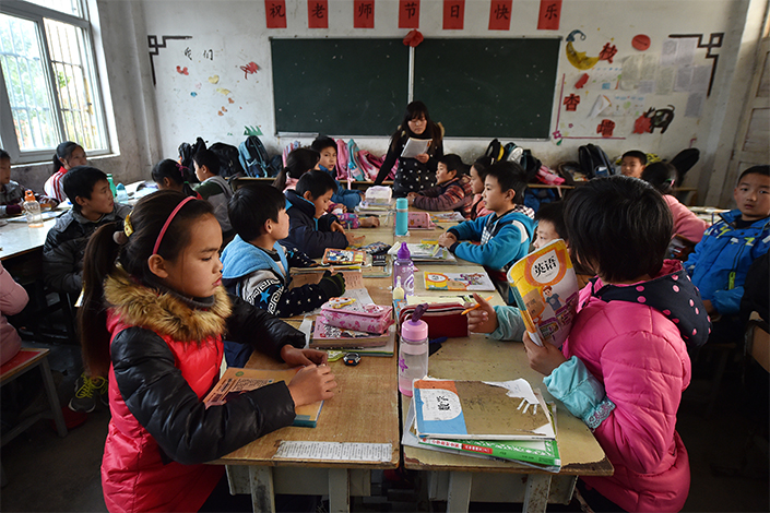 The Ministry of Education wants teachers to be paid at least as much as civil servants. Photo: Visual China