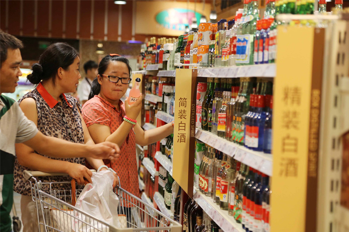 People choose wine in a supermarket in Xuchang, Henan province, in 2013. Photo: IC