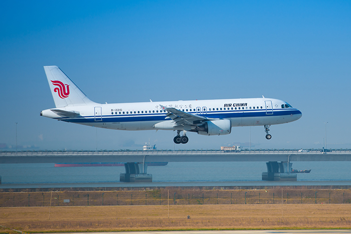 An Air China Airbus A320 takes off from the Shenzhen International Airport in Shenzhen, in south China's Guangdong province, on Dec. 5, 2013. This plane is the same model as flight CA428. Photo: IC