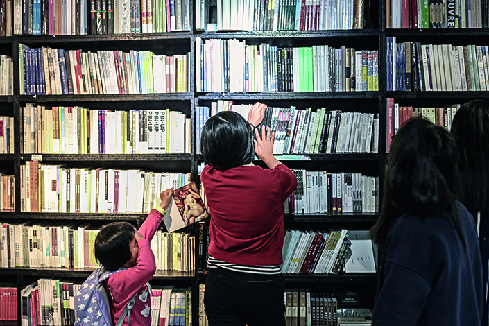Readers look for books in the Monsoon Bookstore in Shanghai on April 23. After failing to renew its lease, Monsoon will close its last branch in January.  Photo: IC