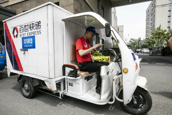Logistics firm Best Inc. has filed for New York initial public offering that would be this year's largest U.S. listing by a Chinese firm. Above, Zhou Jian, vice president of Best Logistics and general manager of Best Express, delivers parcels during a promotional event in June 2016 in Hangzhou, Zhejiang province. Photo: IC