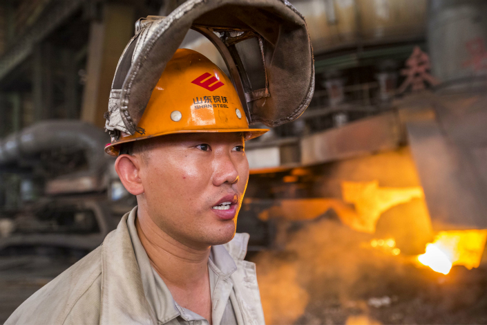 An operator waits for the last batch of melted iron in front of a 3,200-cubic-meter blast furnace on Thursday at Shandong Steel in Jinan, Shandong province. Photo: Visual China.