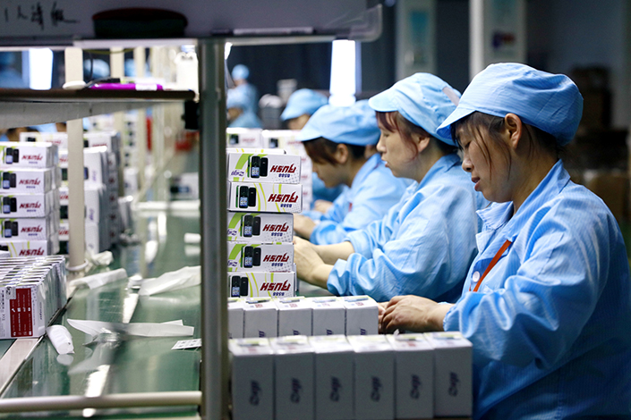 The Mastercard Caixin BBD China New Economy Index rose to 29.3% last month from an all-time low of 28.2% in May. Above, workers assemble digital products in Huaying, Sichuan province, in April 2016. Photo: IC
