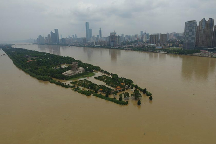 Floodwaters on Sunday partially engulf an island in the middle of the Xiangjiang River in Changsha, capital of central China's Hunan province. The island, home to a statue of former Chinese leader Mao Zedong, is famous for a 1925 poem by then-32-year-old Mao on his ambitions to change the country. Photo: Visual China