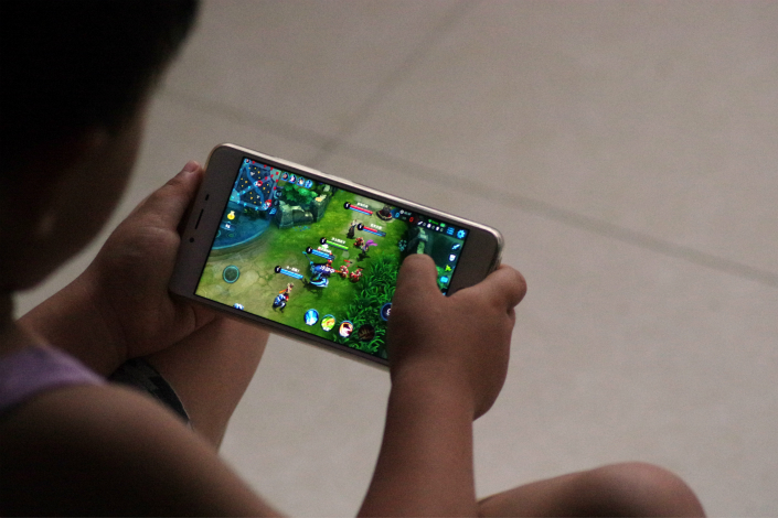 Tencent Holdings Ltd.'s shares skidded on Tuesday after the company said it would limit youngsters' playing time for the online game