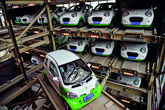 Although none of China's car-sharing companies has turned a profit, Chinese automakers have been drawn to the business, which they see as a way to launch the unsold idea of electric vehicles on the domestic market. Above, a smart garage in Hangzhou, Zhejiang province, provides maintenance and charging service for electronic vehicles in January 2015. Photo: Visual China