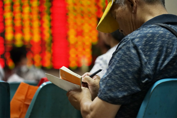 Among 19 listed Chinese brokerages, the outstanding amount of stock-pledged loans skyrocketed from 44 billion yuan in 2013 to 360 billion yuan this year, credit ratings agency Moody's said in a report on Monday. Photo: IC