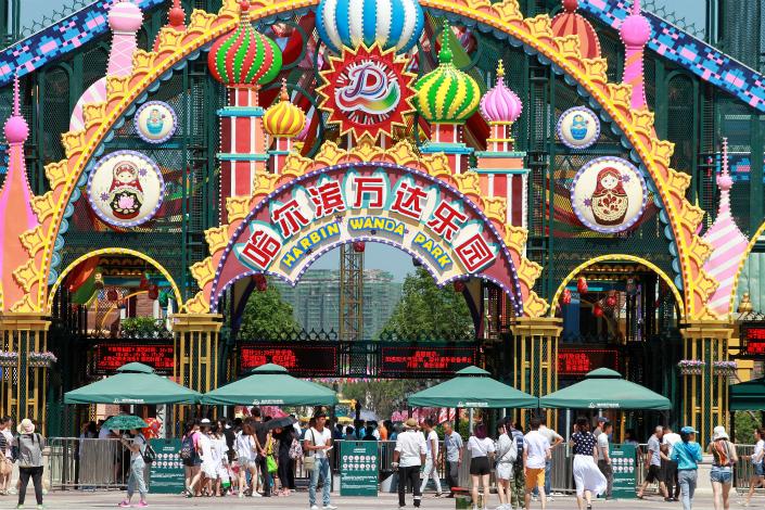 Sunac China Holdings Ltd. will pay 13 billion yuan ($1.91 billion) to Dalian Wanda Group to manage for 20 years the 13 theme parks that Sunac is buying from Wanda. Photo: Visual China